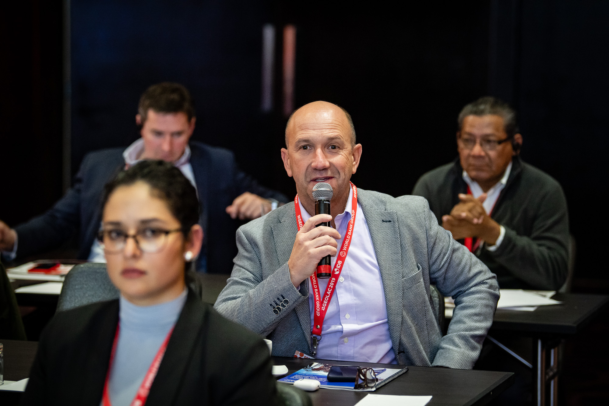 Attendee-asking-question-519-GEOLAC_SANTIAGO