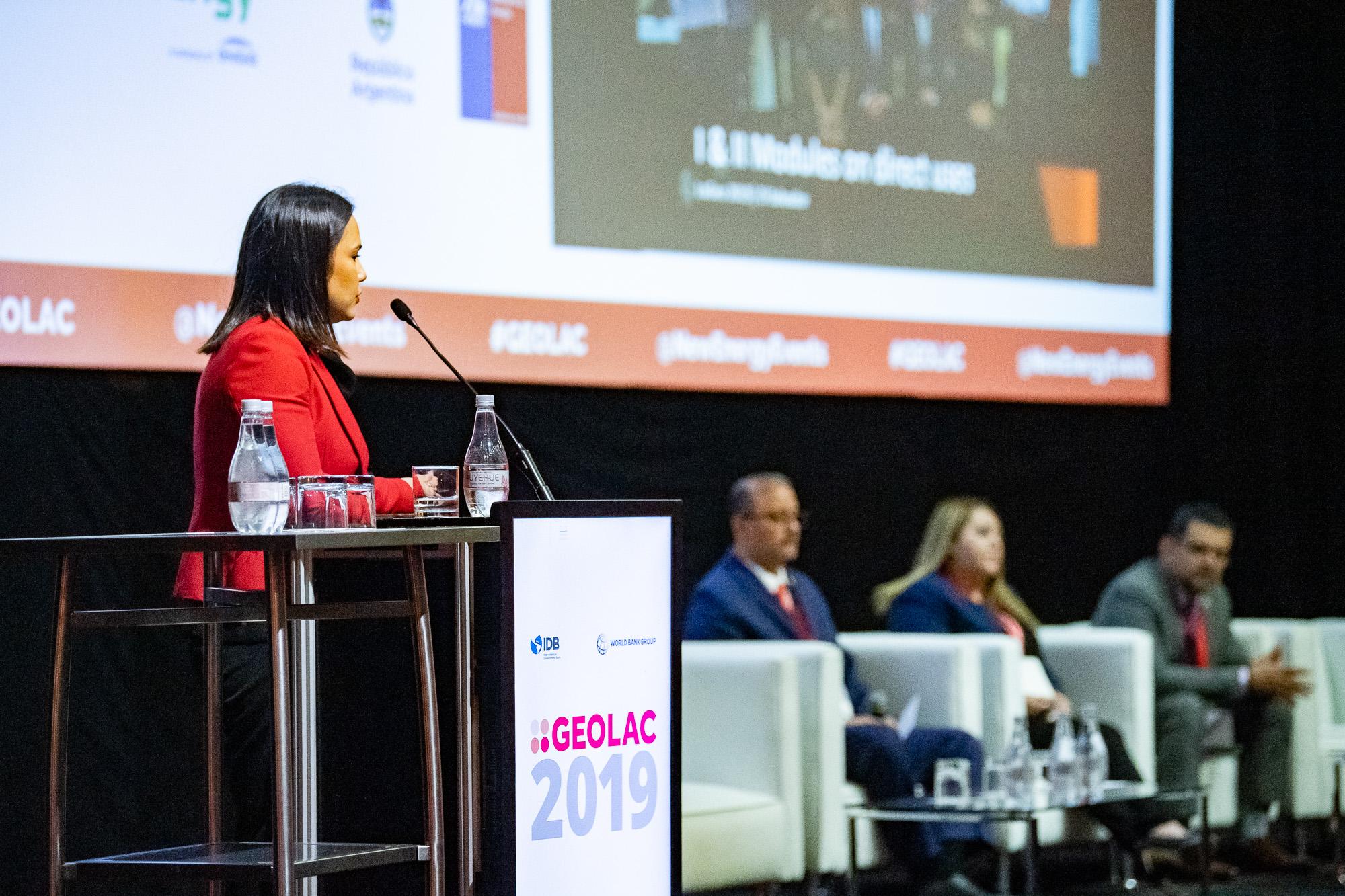 Speaker-podium-macro-496-GEOLAC_SANTIAGO