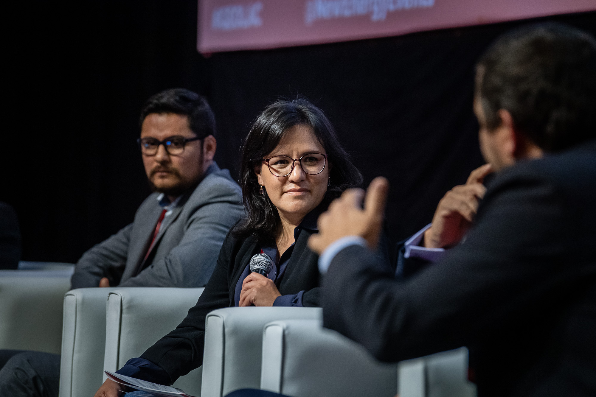 Speakers-podium-close-up-548-GEOLAC_SANTIAGO